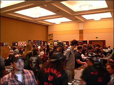 Another crowded room at Fangoria's Weekend of Horrors!