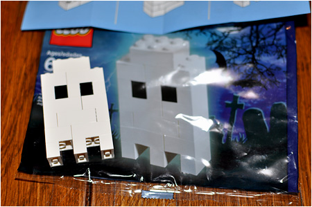 The 2010 LEGO Halloween Ghost! LEGO Number 40013