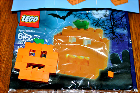 The 2010 LEGO Halloween Pumpkin! LEGO Number 40012