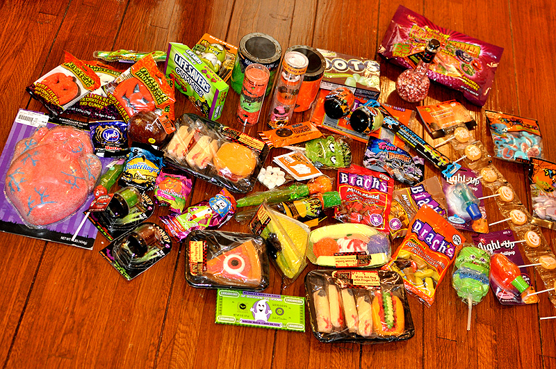 i mockerycom i mockerys ultimate guide to the halloween candies of 2011 halloween candy