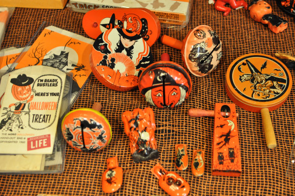 gotta love all these vintage halloween noisemakers